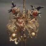 Spillone fermacapelli lavorato con perle e agate