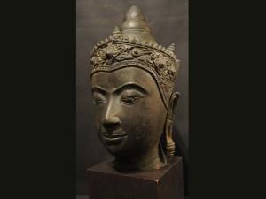 Testa in bronzo thailandese