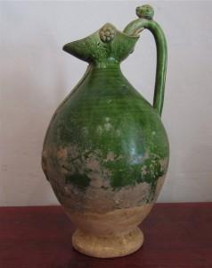 Antica brocca in terracotta policroma