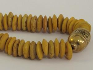 Collana di murrine con elemento dorato