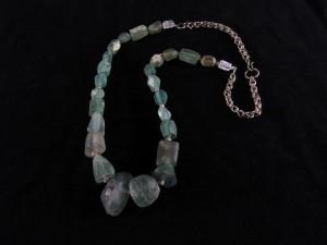 Collana con vetri antichi e fluorite Active