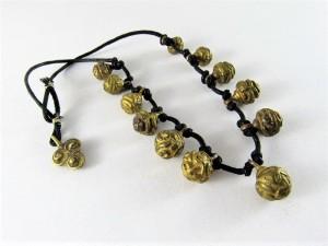 Collana con antichi pendenti tibetani