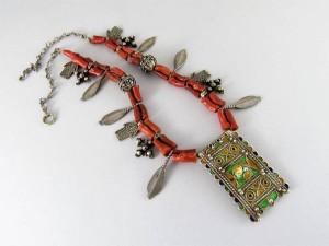 Antica collana berbera in corallo e argento