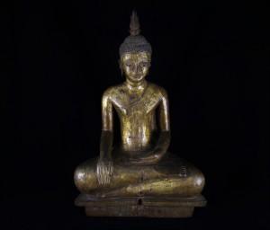Antica scultura di Buddha in legno laccato