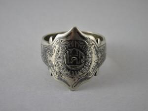 Antico anello da piede in argento niellato
