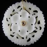 Orecchini in giada bianca, oro e brillanti