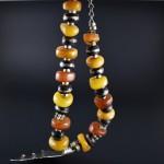 Collana berbera con ambra antica e pendente in argento