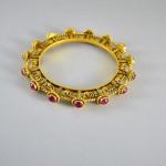 Bracciale in indiano in argento dorato con radici di rubino