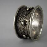 Antico bracciale Hmong in argento