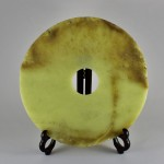 Antica scultura di giada a forma di disco