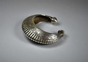 Antico bracciale a mezza luna in argento - Gujarat