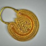 Antico orecchino da naso in oro - India