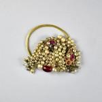 Grande orecchino in oro, perle e rubini - India